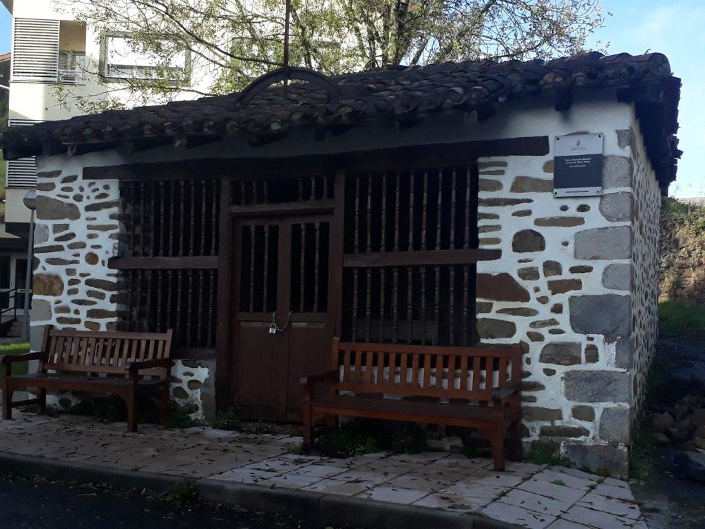 Fachada de la ermita de Santo Tomás en Areatza.